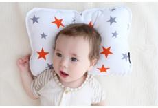 嘉堡服务:宝宝多大需要睡枕头?多数家长用早了!